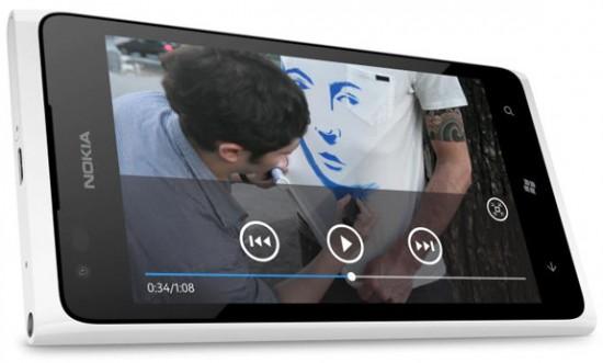 Lumia900White-550x331