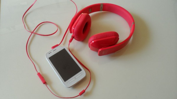 Nokia Lumia 710 und Nokia Purity HD On-Ear Headset im Unboxing (Videos)